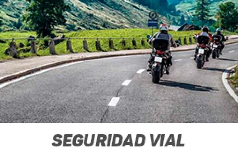 Tips para adelantar correctamente en carretera si vas en moto