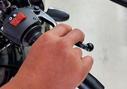 ¿Cómo aprender a manejar una moto de cambios?