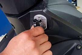 ¿Cómo manejar una moto semiautomática?