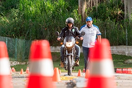 Auteco capacitó cerca de 500 motociclistas en técnicas de conducción segura