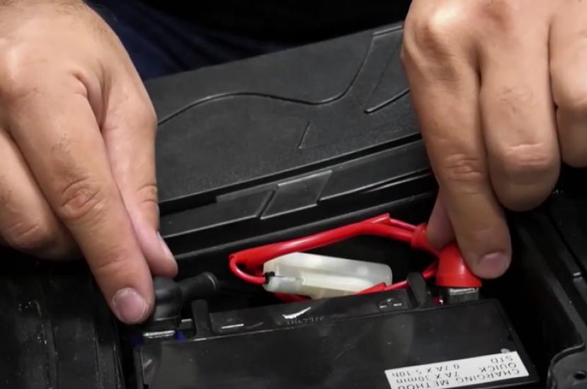 ¿Cómo cuidar la batería de mi moto?